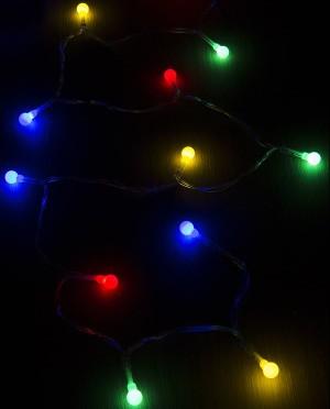 Fényfüzér színes fényekkel