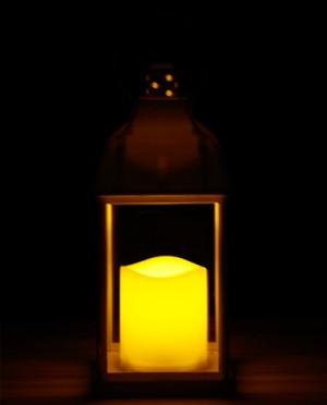Fehér vintage lámpás pislákoló LED gyertyával