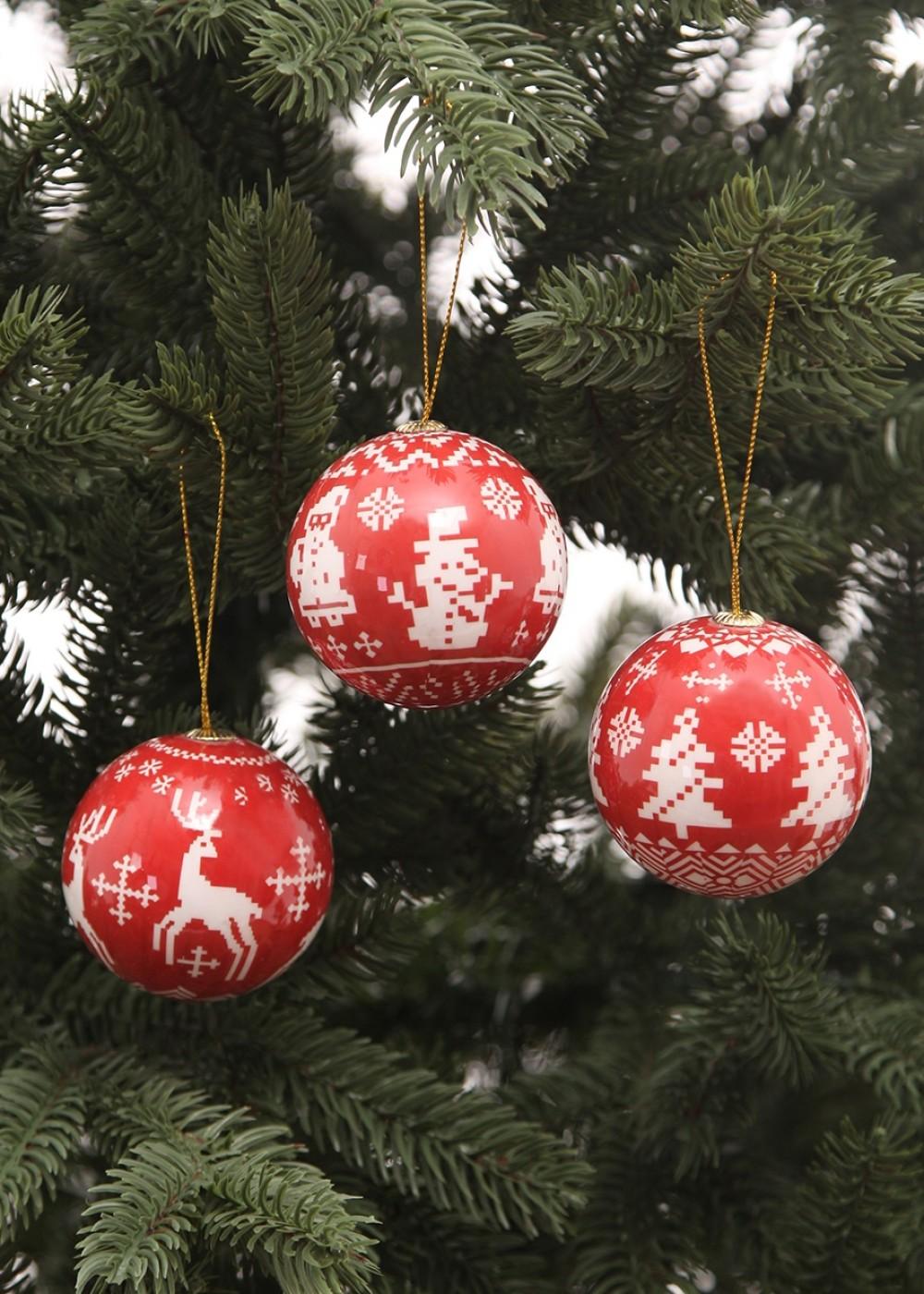 Karácsonyfadísz-Piros-fehér klasszikus mintás karácsonyi gömbök