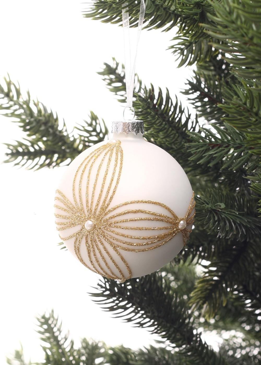 Fehér karácsonyfadísz aranyozott virágmintával