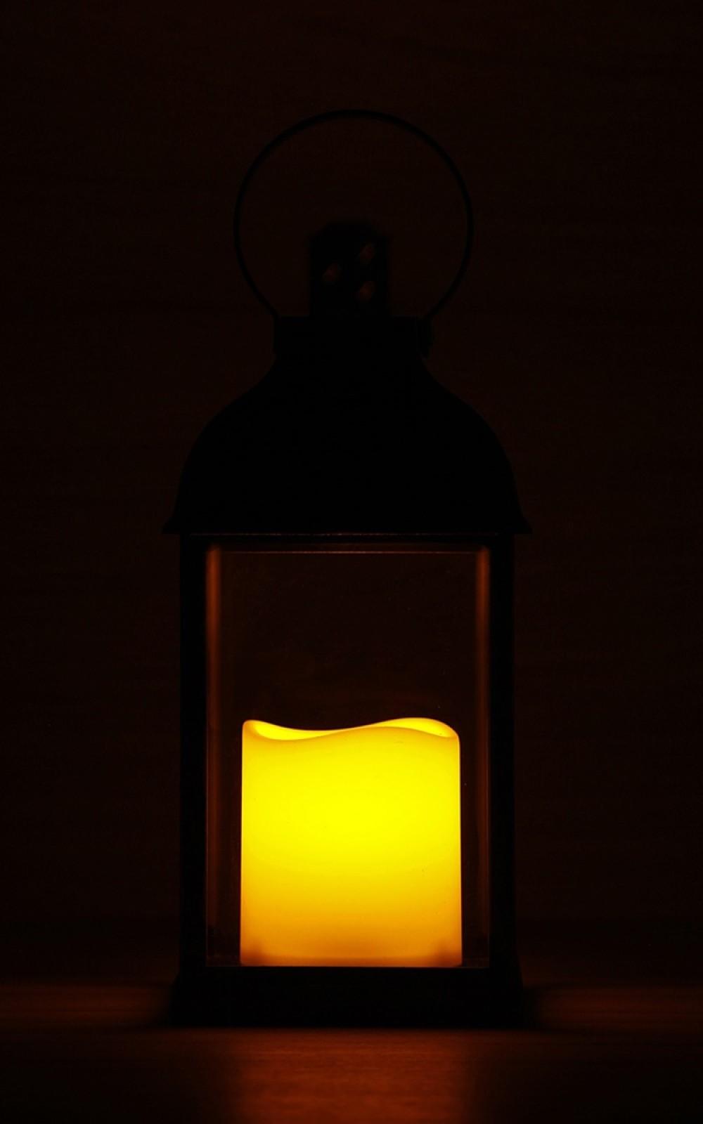 Antracit színű lámpás pislákoló LED gyertyával