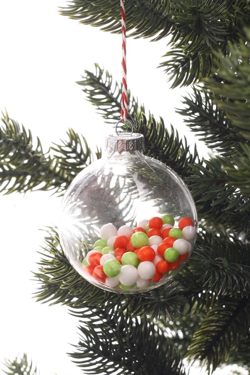 Karácsonyi üveggömb színes golyókkal